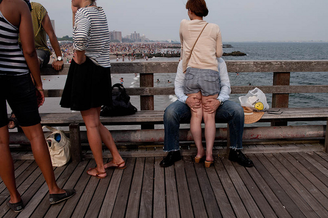 People Kissing at Coney Island by jayKayEss